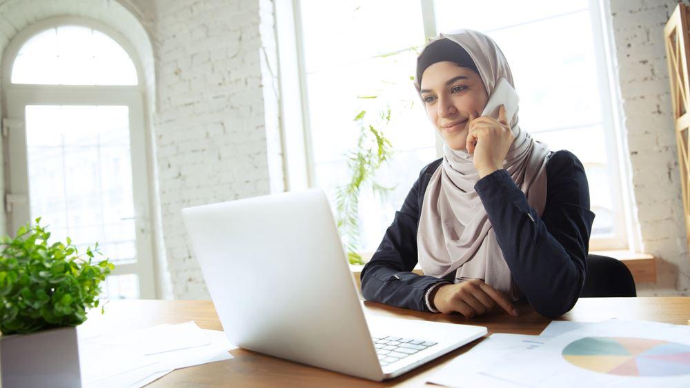 Δικαστήριο της ΕΕ: Μπορεί να απαγορεύεται η ισλαμική μαντίλα στη δουλειά υπό ορισμένες συνθήκες