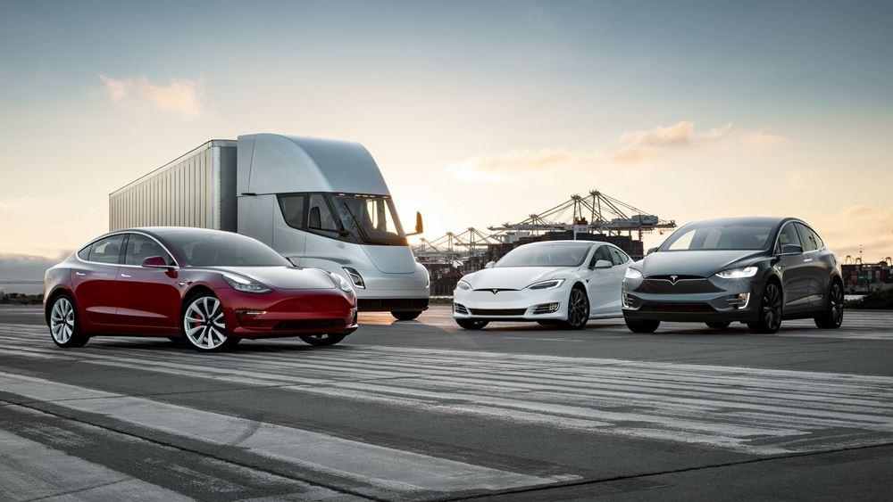 Tesla: Κεφαλαιοποίηση ρεκόρ στα 460 δισ. δολάρια