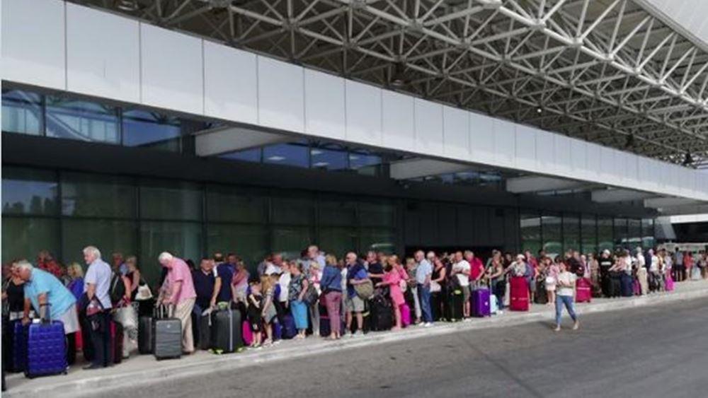 """Κέρκυρα: Στον """"αέρα"""" περισσότεροι από 3.000 τουρίστες λόγω Thomas Cook"""