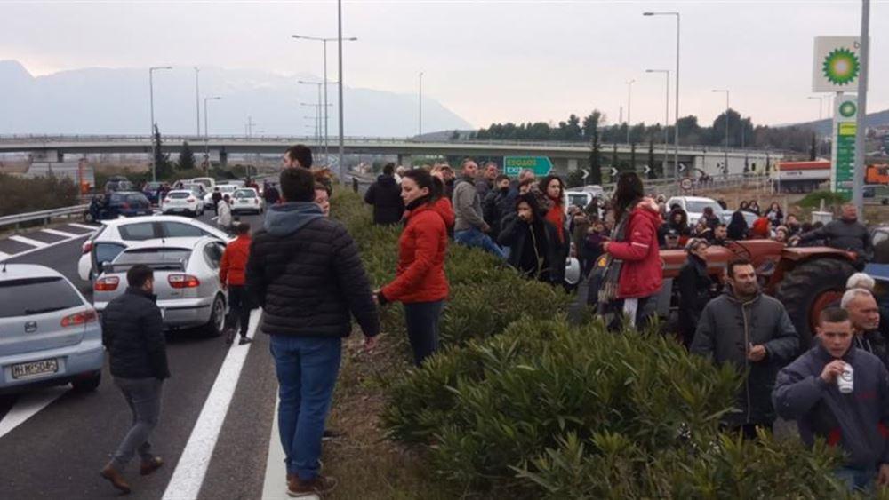 Λαμία: Κάτοικοι έκλεισαν την Εθνική οδό διαμαρτυρόμενοι για το νέο hot spot