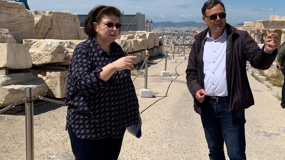Αυτοψία της υπ. Πολιτισμού στην Ακρόπολη ενόψει της επαναλειτουργίας των αρχαιολογικών χώρων