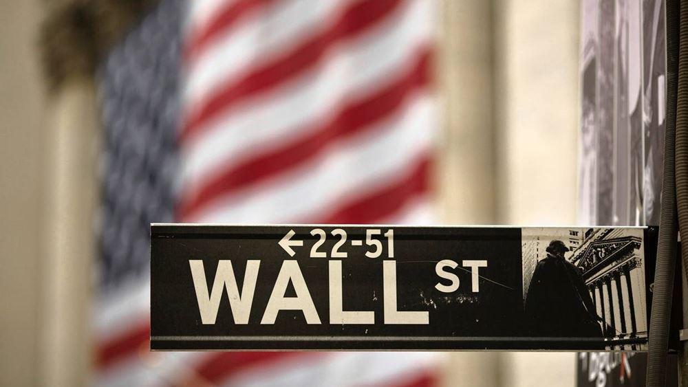 Κέρδη στο ταμπλό της Wall, κόντρα στις πολιτικές ανησυχίες