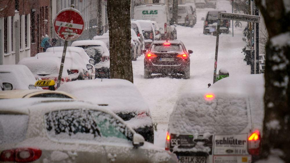 Γερμανία-Βρετανία: Η έντονη χιονόπτωση προκαλεί προβλήματα