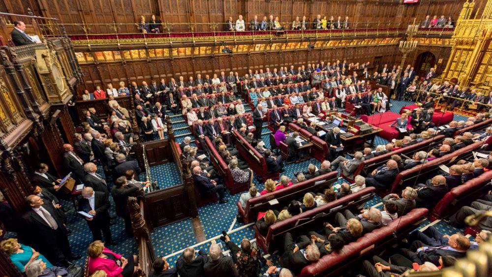 Οι Βρετανοί βουλευτές ενέκριναν τη συμφωνία με την ΕΕ για τη μετά το Brexit εποχή