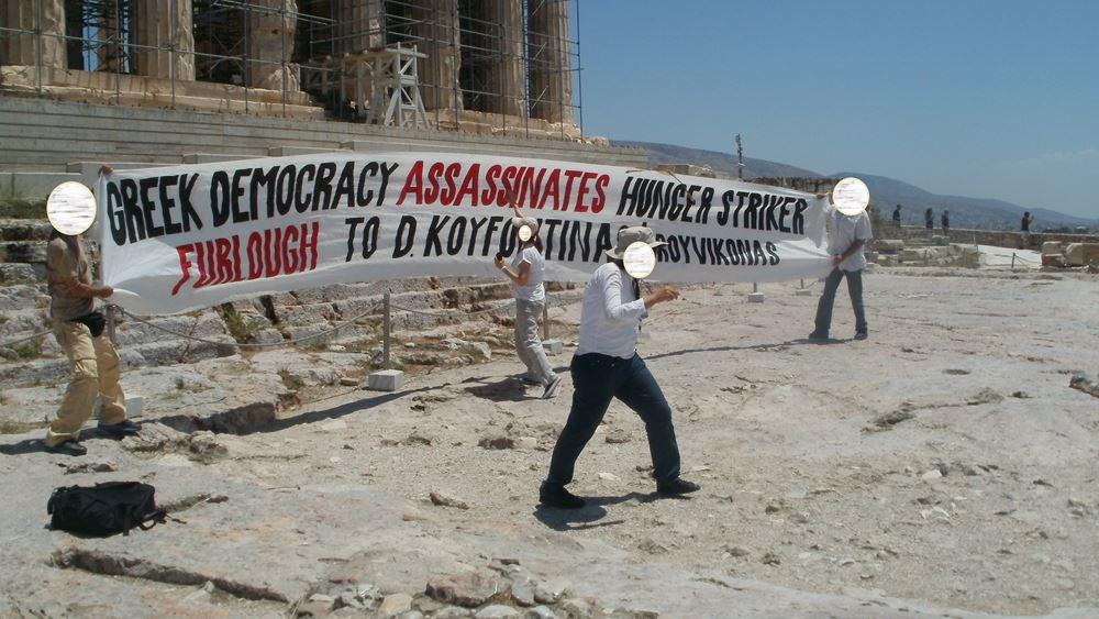 Economist: Αναρχία με κρατική άδεια; Πώς ο Ρουβίκωνας μένει ατιμώρητος