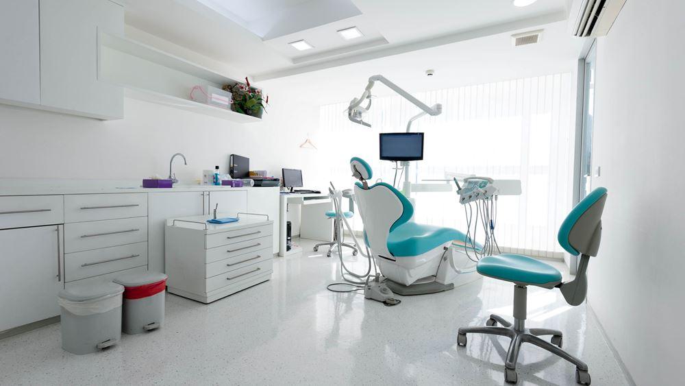 Επίσκεψη στον οδοντίατρο: Με rapid test οι εμβολιασμένοι, με μοριακό οι ανεμβολίαστοι