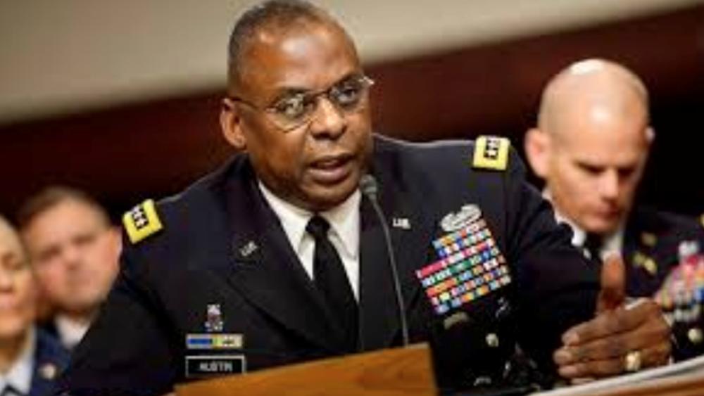"""Νέος υπουργός Άμυνας των ΗΠΑ - και με τη """"βούλα"""" της Γερουσίας - ο απόστρατος στρατηγός Λόιντ Όστιν"""