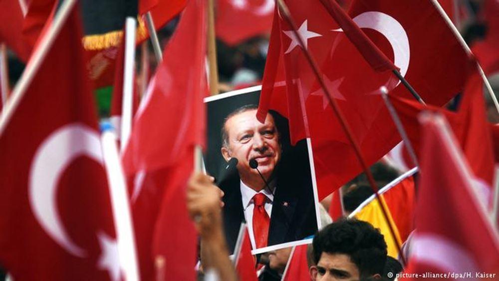 Οι επενδυτές πρέπει να εγκαταλείψουν την Τουρκία λέει οικονομολόγος