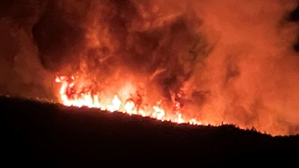 Ολονύχτια μάχη με τις φλόγες έδωσε ο μηχανισμός Πολιτικής Προστασίας της Περιφέρειας Αττικής σε Κερατέα - Βίλια