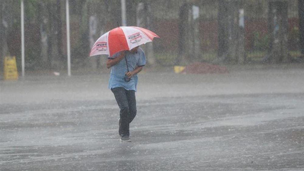 Ινδία: Τουλάχιστον 4 νεκροί από καταρρακτώδεις βροχές και θυελλώδεις ανέμους