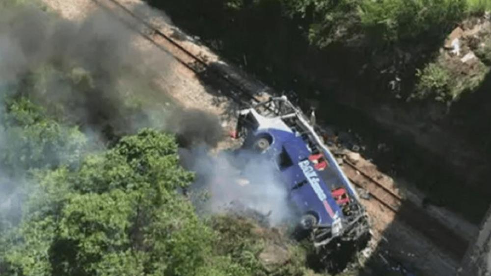 Βραζιλία: Σε 16 τουλάχιστον ανέρχονται οι νεκροί από την πτώση λεωφορείου από μια οδογέφυρα