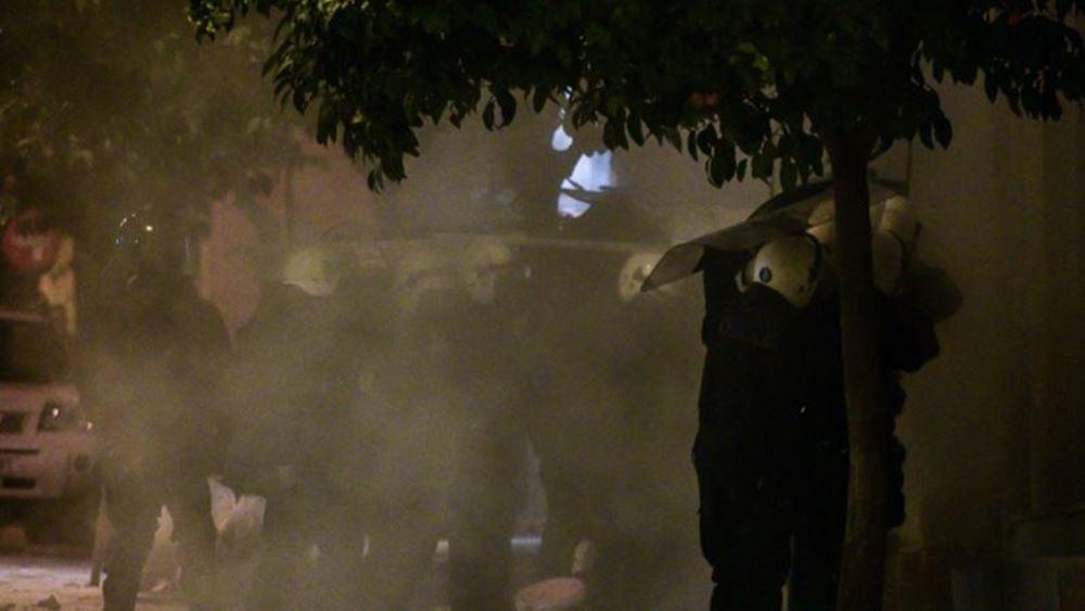 Κουκάκι: Πετούσαν βενζίνη στον τροχό - Για να κάψουν τους αστυνομικούς