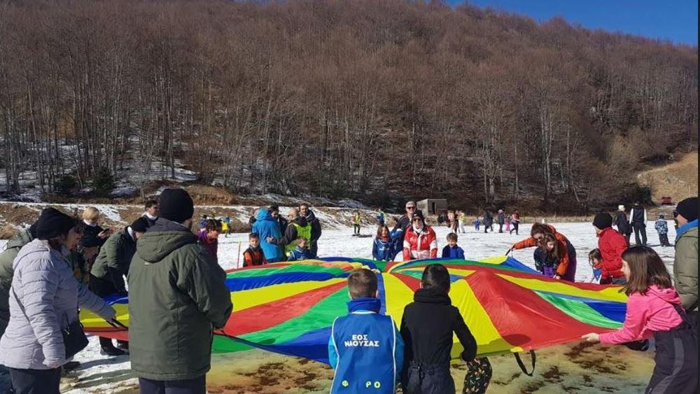 """Πάνω από 100 παιδιά και νέοι με αναπηρία πήραν μέρος στη δράση """"know the snow"""" του δήμου Νάουσας"""