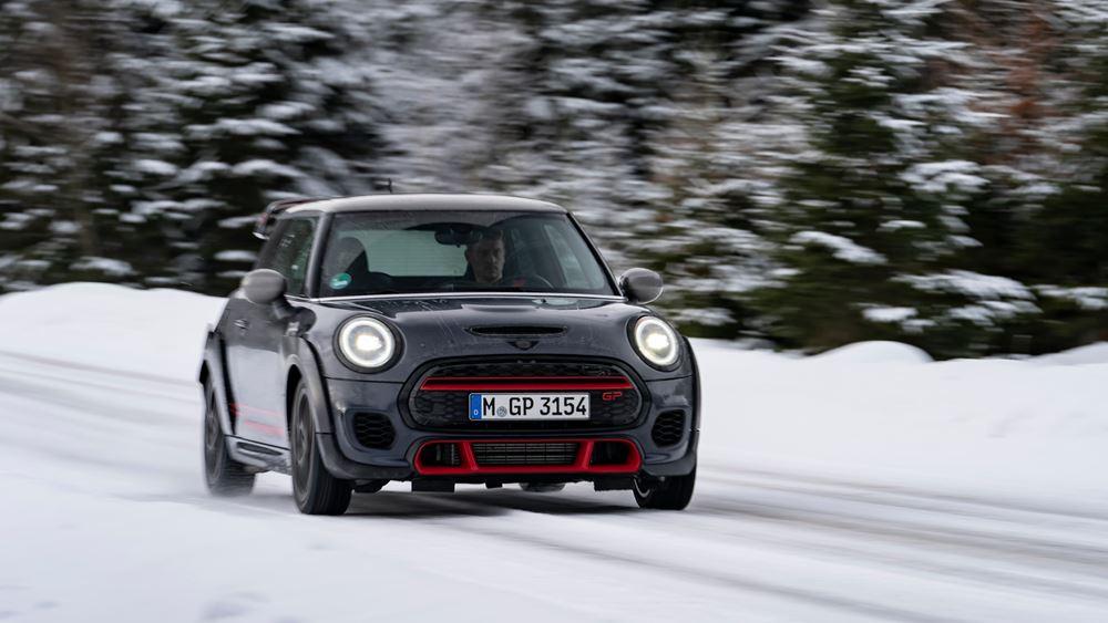 "To νέο MINI John Cooper Works GP ""χορεύει"" σε χιόνι και πάγο"