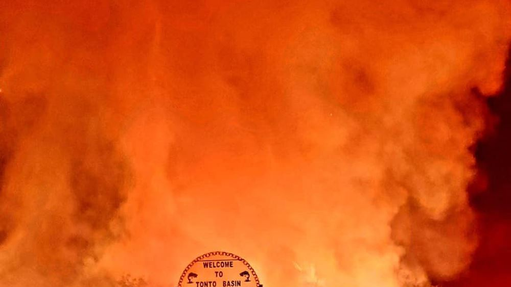 Χιλιάδες άνθρωποι απομακρύνθηκαν από τα σπίτια τους στην Αριζόνα εξαιτίας πυρκαγιών