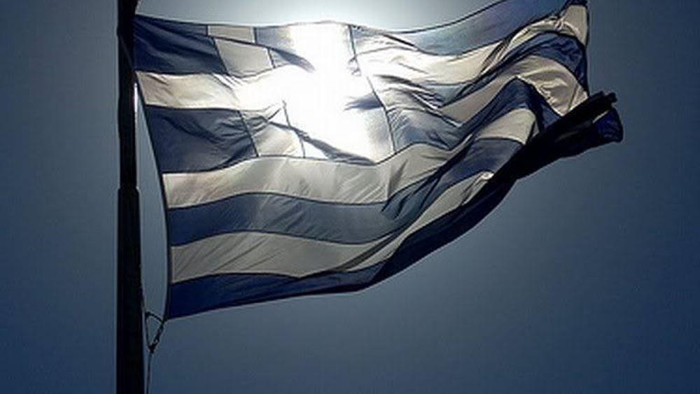 Παρέλασε μόνος στην Προκυμαία της Μυτιλήνης ο 95χρονος Αντώνης Αλεξανδρής