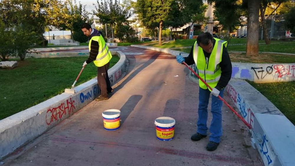 Παρεμβάσεις καθαρισμού και επισκευών από τον δήμο Αθηναίων σε πλατείες