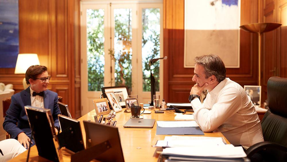 Συνάντηση του πρωθυπουργού Κυριάκου Μητσοτάκη με τον 13χρονο ποιητή Δημοσθένη Δεσποτίδη