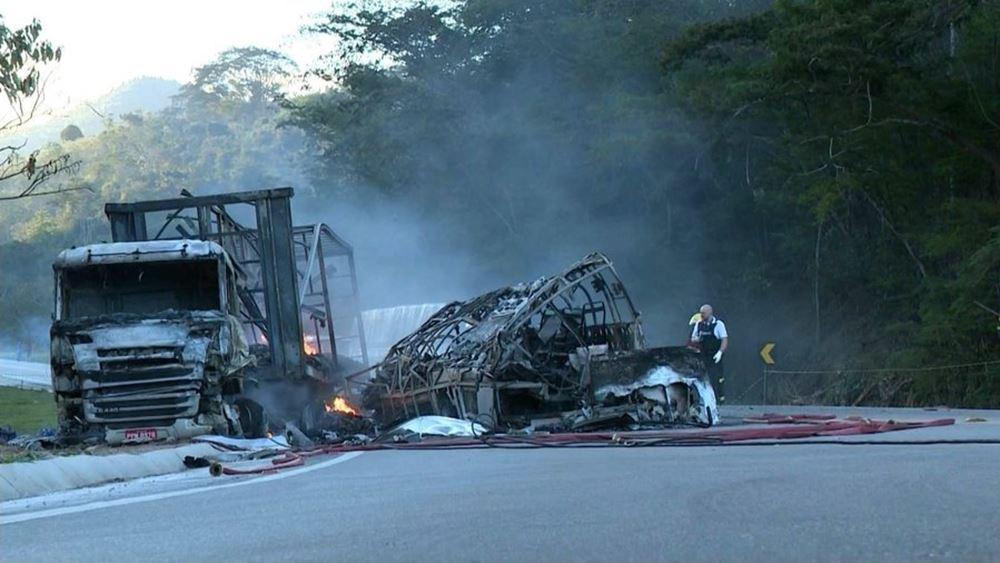 Δυστύχημα-φρίκη στη Βραζιλία: Τουλάχιστον 41 νεκροί από σφοδρή σύγκρουση λεωφορείου με φορτηγό