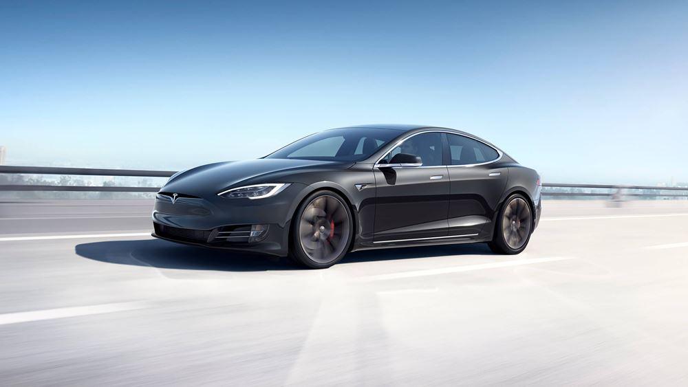 Tesla: Ανοίγει κατάστημα στην Αθήνα