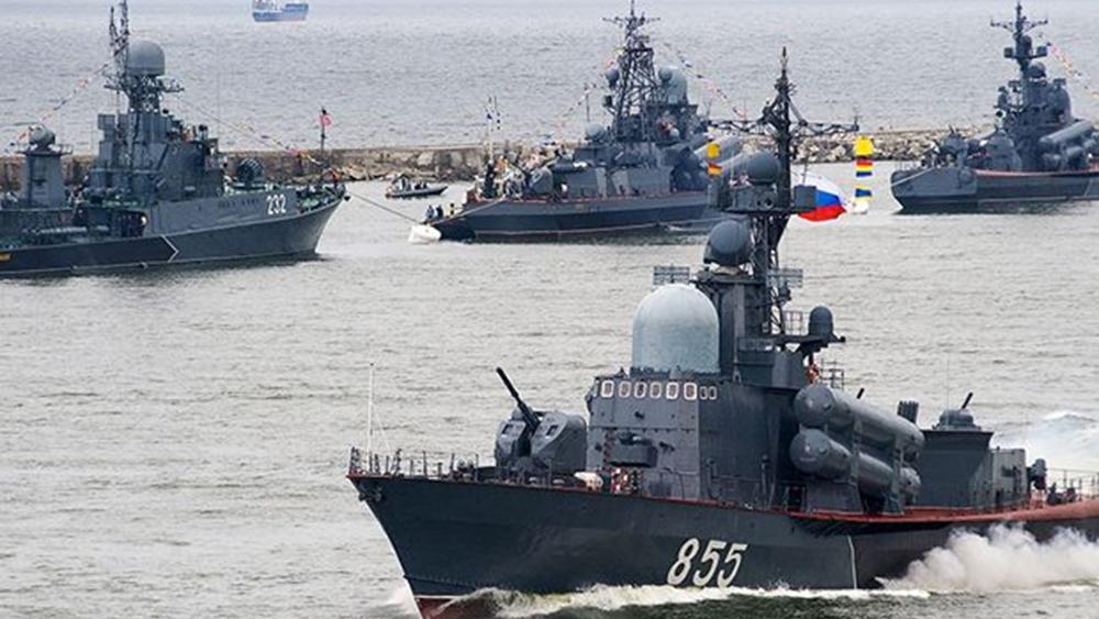 """Πούτιν: Ο ρωσικός στόλος είναι ικανός να καταστρέψει """"οποιονδήποτε στόχο"""""""