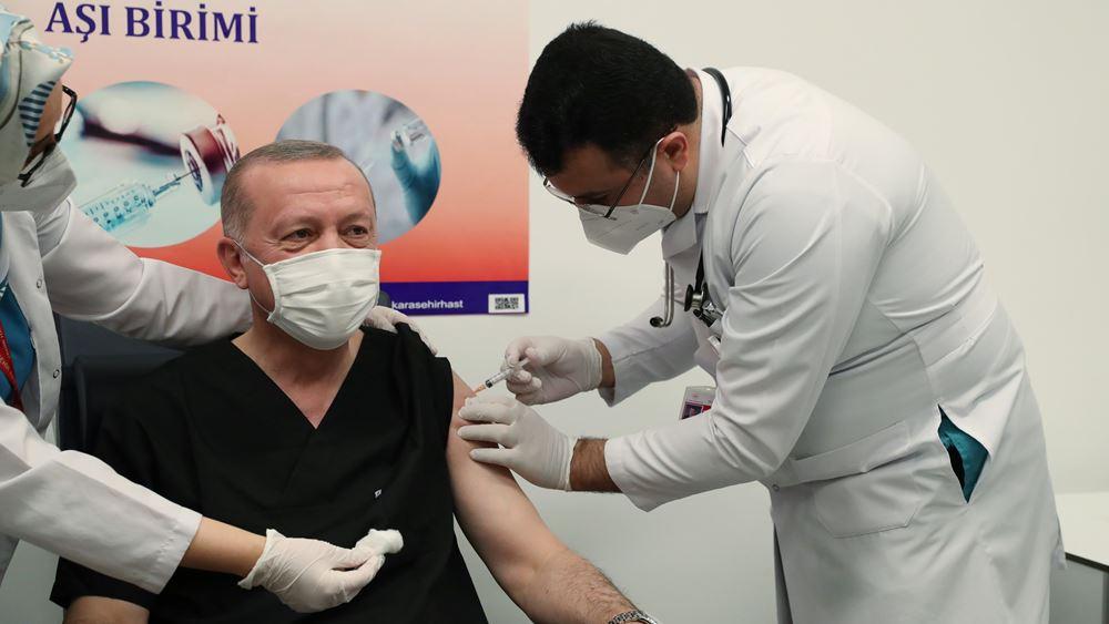Ο Ερντογάν εμβολιάστηκε και είπε ότι σε λίγες ώρες έγιναν 200.000 εμβολιασμοί!