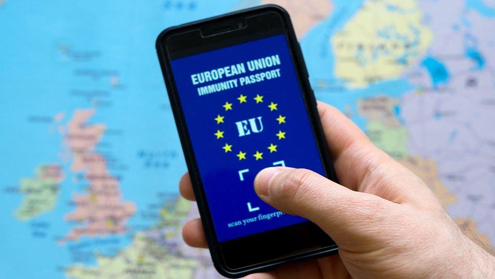 """Η ΕΕ εξετάζει τα πιστοποιητικά εμβολιασμού για την """"ανάσταση"""" του τουρισμού"""