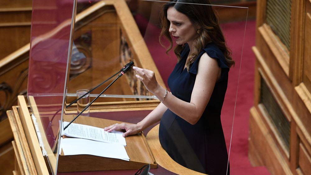 """Αχτσιόγλου: """"Ασπιρίνες"""" Σταϊκούρα για τα χρέη της πανδημίας αντί για διαγραφή μέρους των οφειλών"""