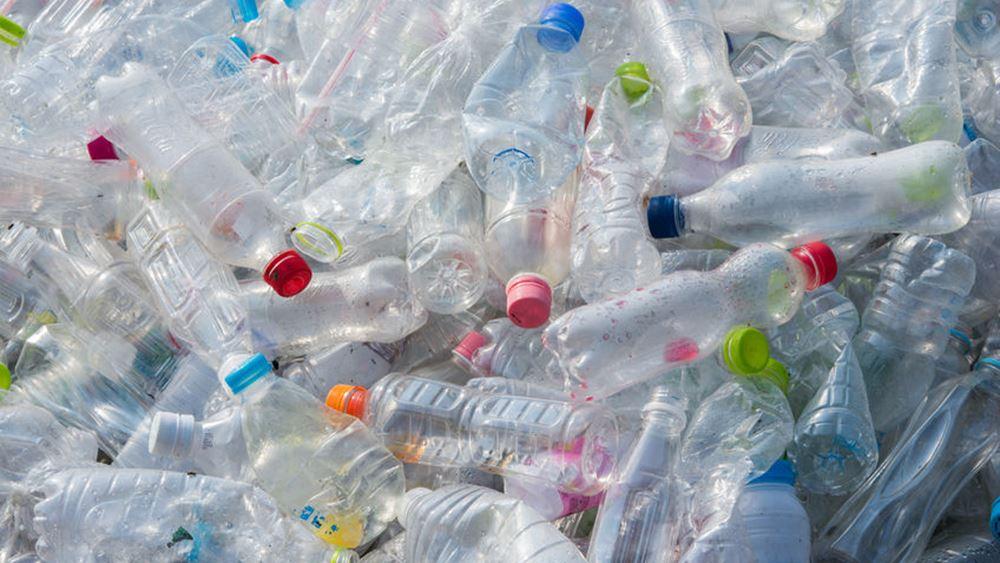 Προς ενσωμάτωση στην ελληνική νομοθεσία ως το τέλος του 2020 η οδηγία για τα πλαστικά μιας χρήσης
