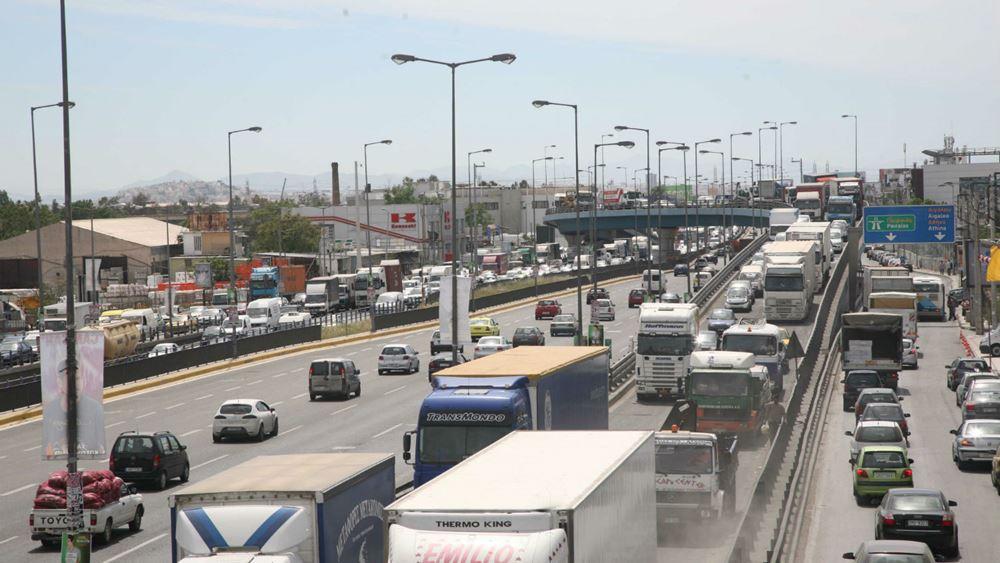 Μποτιλιάρισμα στη Λεωφόρο Κηφισού λόγω εκτροπής φορτηγού
