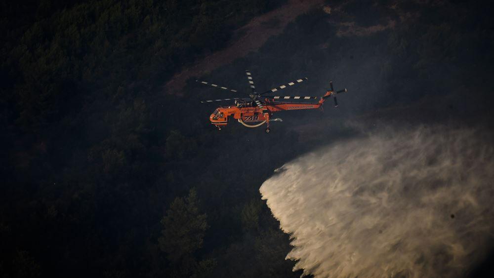 Επιχειρούν τα εναέρια πυροσβεστικά μέσα στα πύρινα μέτωπα της Ηλείας - Σε εξέλιξη η φωτιά στην αν. Μάνη
