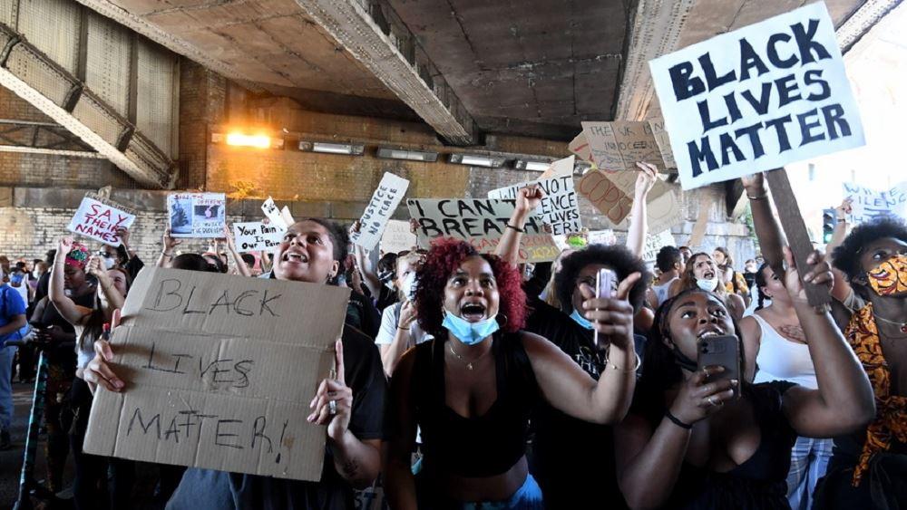 Βρετανία: Συγκρούσεις διαδηλωτών με έφιππους αστυνομικούς