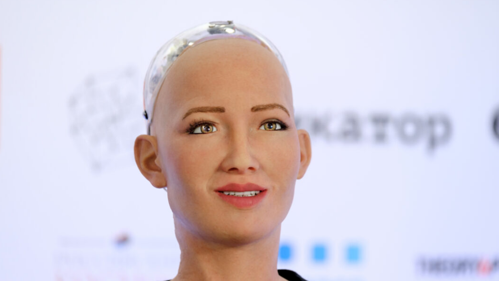 """Οι δημιουργοί του ρομπότ οικιακής βοηθού """"Σοφία"""" σχεδιάζουν μαζική παραγωγή εν μέσω πανδημίας"""