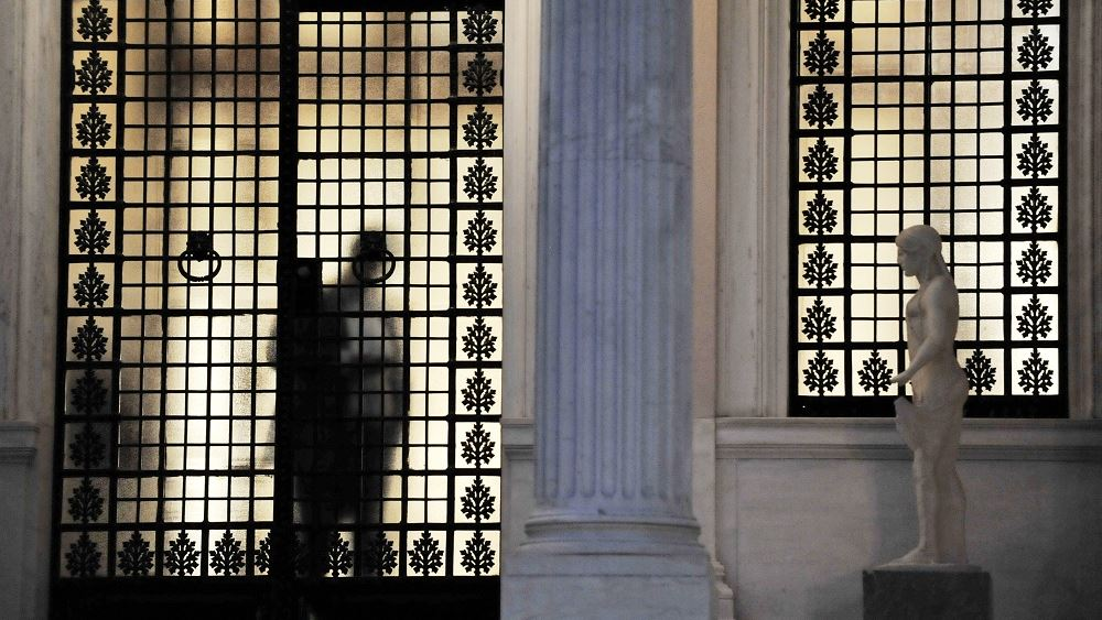 Bloomberg: Μικρής εμβέλειας ανασχηματισμός, έναν χρόνο πριν τις εκλογές