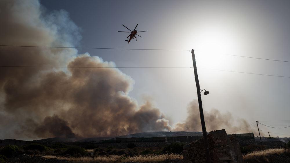 Ενισχύονται οι πυροσβεστικές δυνάμεις στην Πάρο: Αν και οριοθετήθηκε η φωτιά υπάρχουν αναζωπυρώσεις