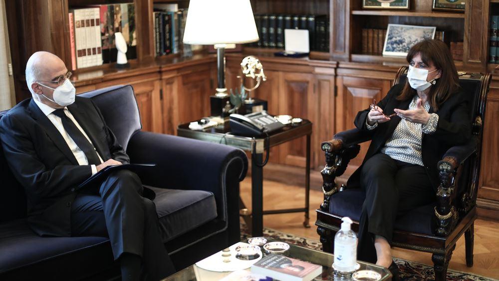 Ο Ν. Δένδιας ενημέρωσε την Κ. Σακελλαροπούλου για τις εξελίξεις στα θέματα εξωτερικής πολιτικής