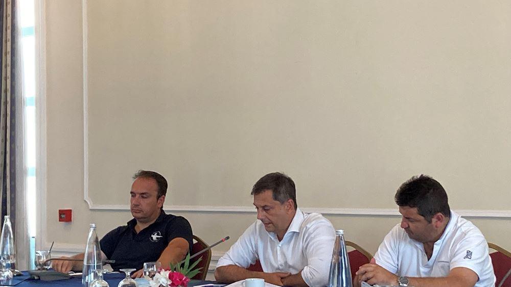 Χάρης Θεοχάρης στην Εύβοια: Η κυβέρνηση αποδεικνύει ότι είναι δίπλα στους πληγέντες από τις πυρκαγιές