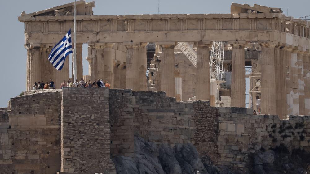 Μεσίστιες οι σημαίες και αναστολή δημόσιων εορταστικών εκδηλώσεων για τον θάνατο του Μίκη Θεοδωράκη