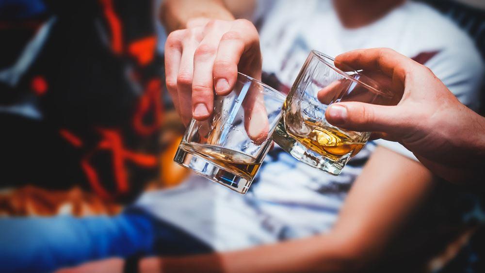 Ισπανία: Μπαρ ζητεί από τους τακτικούς του πελάτες να προπληρώσουν τα ποτά τους για να επιβιώσει
