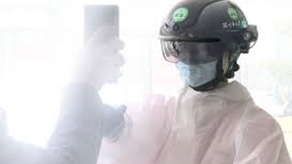 """Ηνωμένα Αραβικά Εμιράτα: """"Εξυπνα κράνη"""", που σαρώνουν τη θερμοκρασία των πολιτών, στη μάχη της κατά του ιού"""