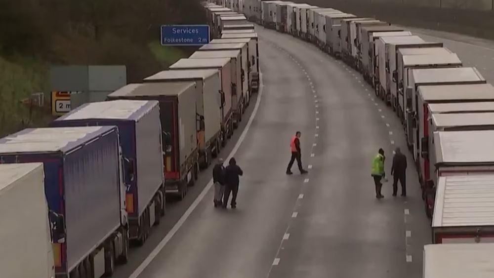Κίνδυνος για τη διαθεσιμότητα κάποιων τροφίμων στη βρετανική αγορά έως ότου αποσυμφορηθεί η κατάσταση στο Ντόβερ