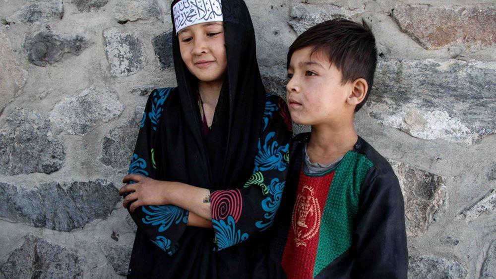 """Αφγανιστάν: Τα κορίτσια θα επιστρέψουν """"το συντομότερο δυνατόν"""" στο σχολείο"""