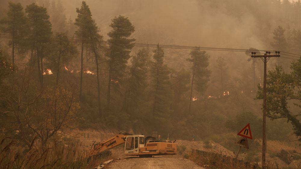 Εύβοια: Μάχη για να οριοθετηθεί το πύρινο μέτωπο - Κοντά στην Ιστιαία η φωτιά