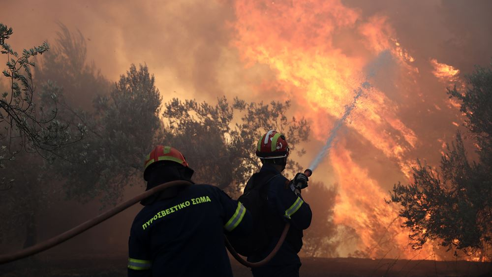 Σε ύφεση είναι η φωτιά στο ΚΥΤ της Σάμου - Επτά προσαγωγές από την ΟΠΚΕ