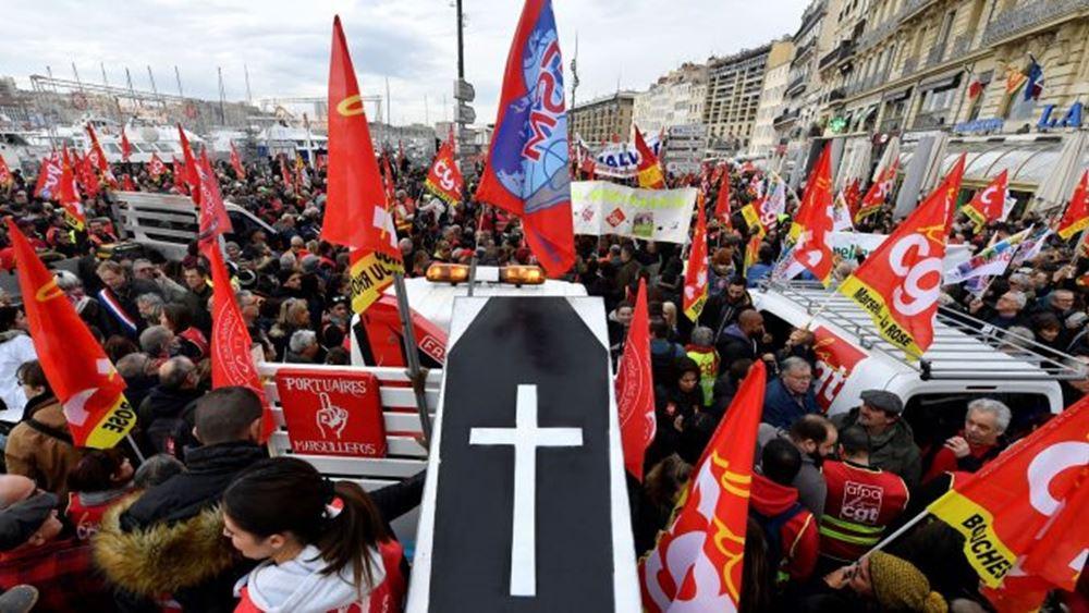 """Γαλλία: Εκατοντάδες χιλιάδες στους δρόμους """"έβγαλε"""" η συνταξιοδοτική μεταρρύθμιση Μακρόν"""