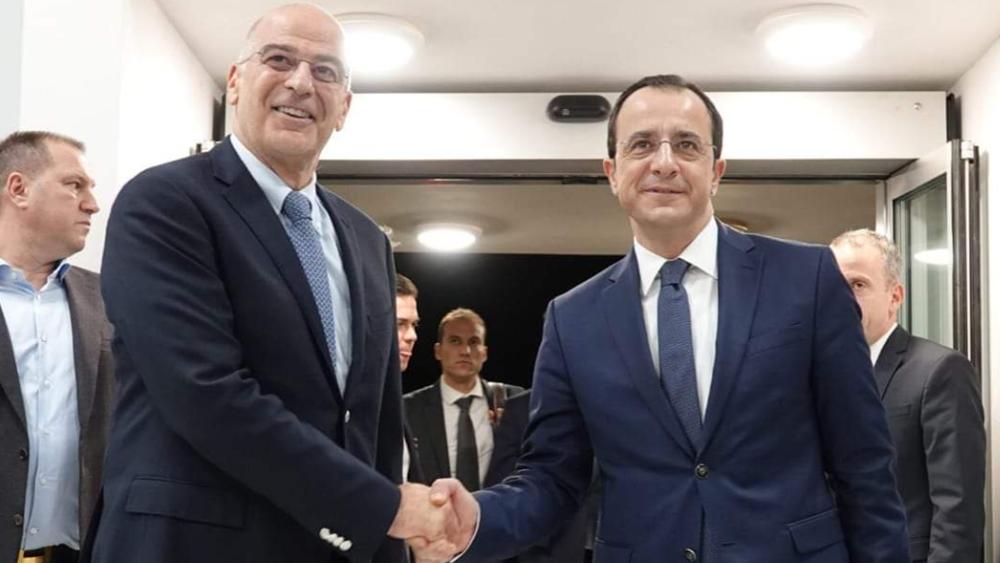 Οι διμερείς σχέσεις, το Κυπριακό και η Μεσόγειος στη συνάντηση Δένδια-Χριστοδουλίδη
