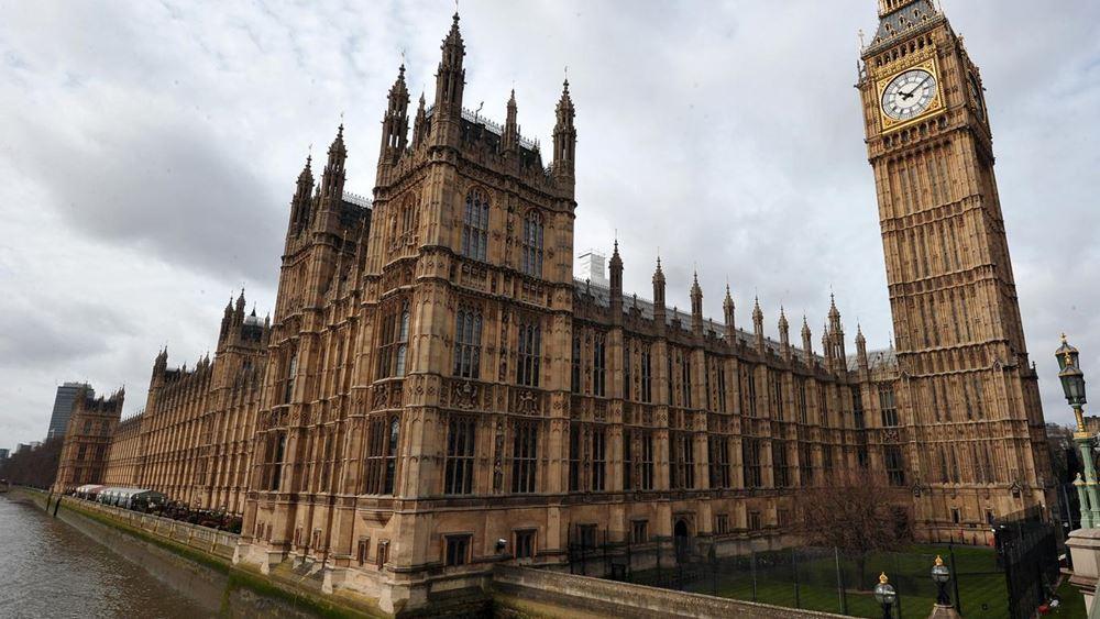 Αναστέλλονται οι εργασίες του βρετανικού κοινοβουλίου έως τον Οκτώβριο