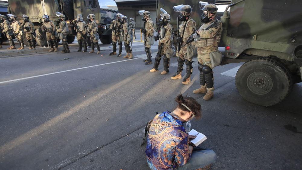 Εν αναμονή βρίσκονται  στρατιώτες της Αμερικανικής Εθνοφρουράς στην Ουάσινγκτον, για την προστασία των ιστορικών μνημείων