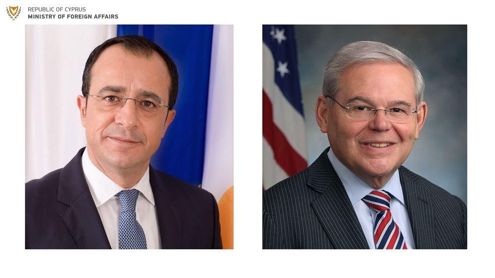 Κύπρος: Τηλεφωνική επικοινωνία Χριστοδουλίδη με τον Αμερικανό γερουσιαστή Μενέντεζ