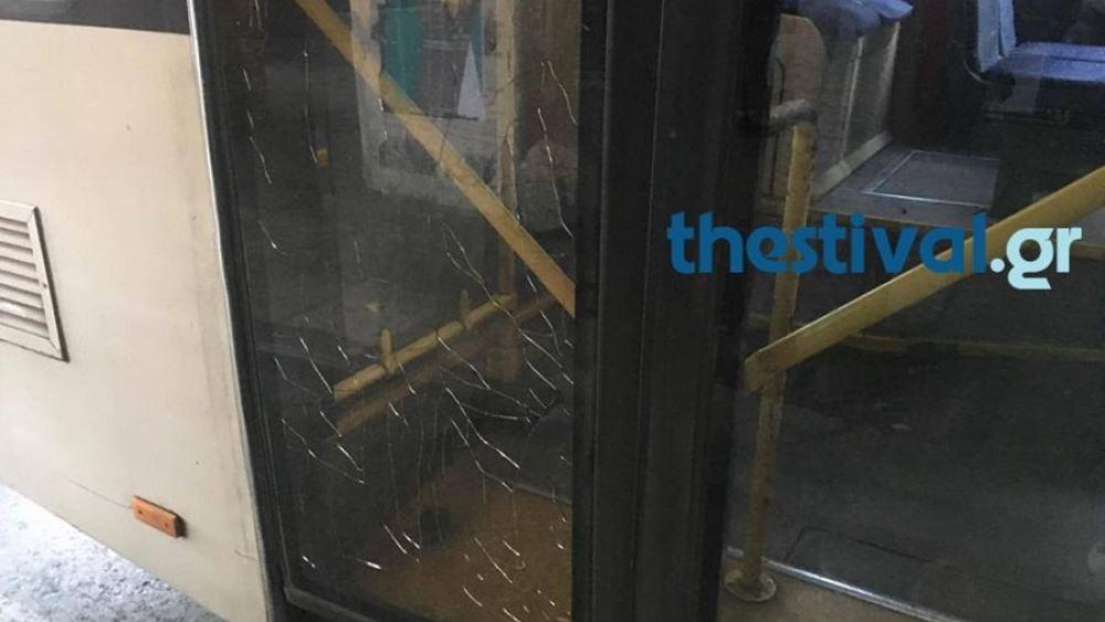 Επίθεση με πέτρες σε λεωφορείο του ΟΑΣΘ μπροστά στο ΑΠΘ